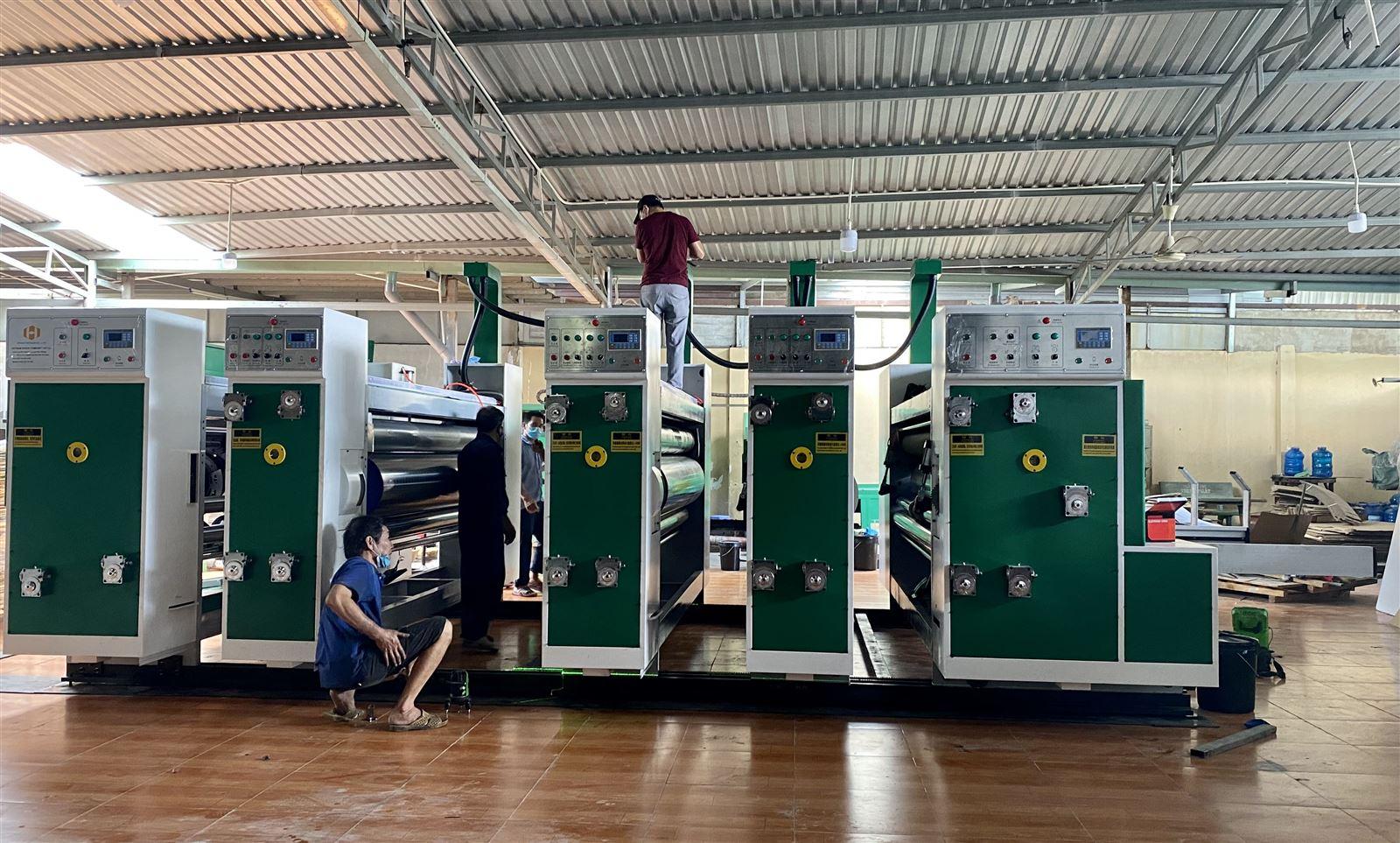 Lắp đặt máy in Flexo tự động 4 màu XY-B 1226 - 120pcs/ min cho khách hàng tại TPHCM